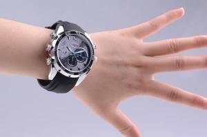 Odposlechové hodinky mají i skrytou minikameru
