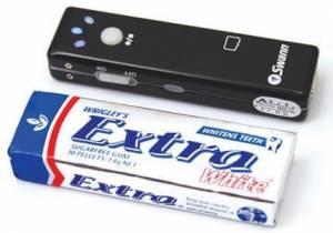 Skrytá kamera s mikrofonem ukrytá ve žvýkačkách